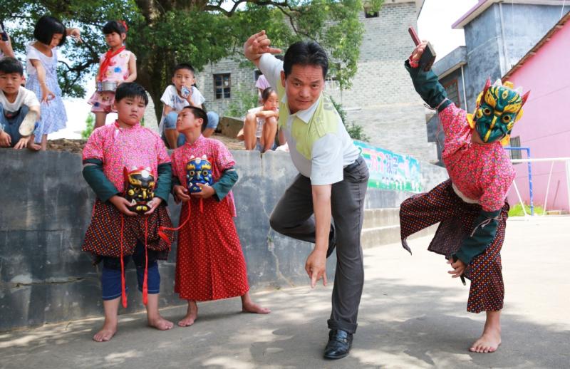 """当日,各地举行丰富多彩的活动,迎接我国首个""""文化和自然遗产日""""的到来。"""
