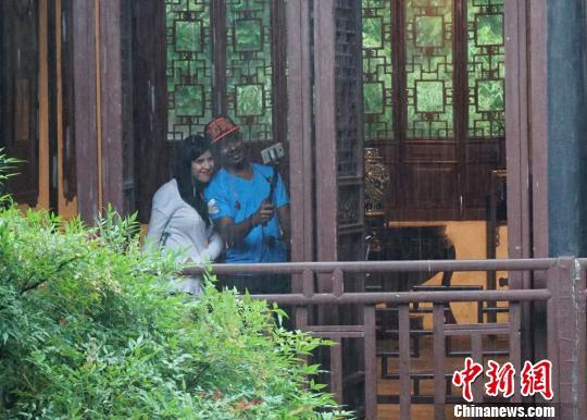 """30余名外籍友人在江南烟雨中品味无锡""""味道"""""""